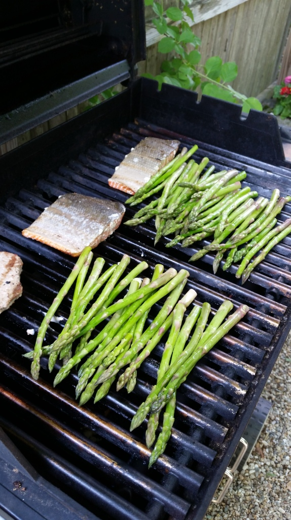 Salmon and Asparagus on the grill....nothing wrong with that